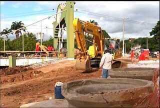 Obras dificultam mobilidade urbana nas ruas do Crato - Obra de saneamento bloqueia vias da cidade.
