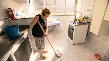 Idosos são as principais vítimas de quedas dentro de casa - Estudo mostra que 65% das pessoas internadas com fratura sofreram algum tipo de queda. Mais da metade havia caído dentro de casa (55,5%) e os idosos eram maioria (53,5%).