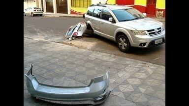 Acidente deixa trânsito lento em Santa Maria - Um dos motoristas teria passado o sinal vermelho por volta das 7h.