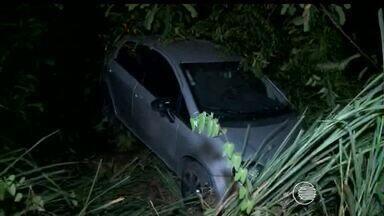 Após assaltarem Correios no Mocambinho, bandidos sofrem acidente de carro e fogem - Após assaltarem Correios no Mocambinho, bandidos sofrem acidente de carro e fogem