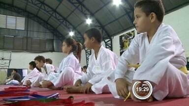 Esporte em Atibaia - Crianças estão praticando Taekwondo.