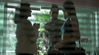 Fanny comunica que cuidará pessoalmente da carreira de Angel - Visky estranha a decisão da dona da agência