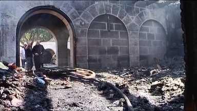 Igreja é incendiada em Israel - Os invasores que incendiaram a igreja deixaram uma pichação em hebraico, dizendo que falsos ídolos serão destruídos. Seria uma referência ao uso de imagens de santos pelos católicos.