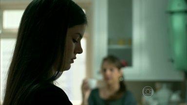 Angel recusa a carona de Darlene - Carolina fica intrigada
