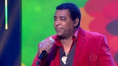 Caldeirão do Huck recebe Raça Negra - Luiz Carlos agita programa cantando 'Cheia de Mania'
