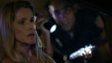 Marlene sai para jantar e se mete em furada - Primo de Marreta abandona a dona do salão