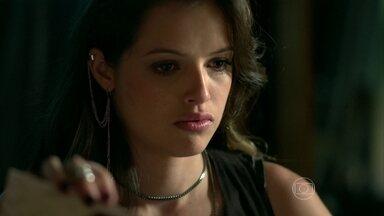 Giovanna rouba dinheiro da própria mãe - A garota está decidida a fazer seu book na agência de Fanny