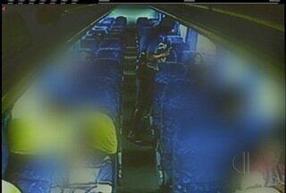 Bandido assaltou com faca passageiros de ônibus que seguia para Petrópolis, no RJ - Caso está sendo investigado.
