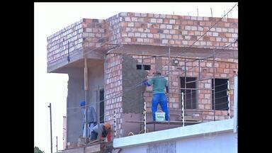 CREA abre processo para apurar desabamento de parede de prédio em Santarém - Parede de construção desabou sobre uma casa e atingiu três pessoas.