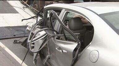 Homem sofre acidente e inventa história de sequestro em Santos - Veículo bateu em um caminhão na Avenida Perimetral.