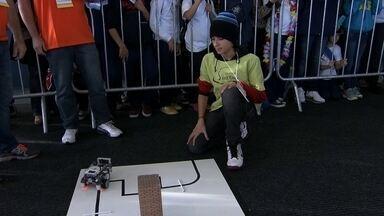 Estudantes estão reunidos em São Bernardo do Campo na Olimpíada Brasileira de Robótica - São estudantes de escolas públicas e particulares, que podem ser os futuros engenheiros.