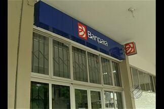 Agência bancária foi assaltada hoje no bairro da pedreira, em Belém - Segundo testemunhas, quatro homens entraram na agência, um deles vestido de policial.