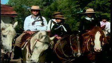 Memória de Nico Fagundes é celebrada com cavalgada em Alegrete, RS - Tradicionalista era natural da cidade da Fronteira Oeste.