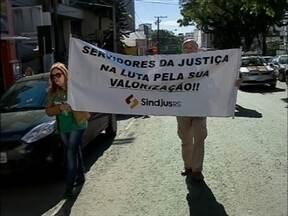 Segue paralisação dos servidores judiciários em Passo Fundo, RS - Categoria protestou hoje