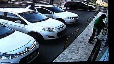 Câmeras de segurança registram assalto a salão de beleza em galeria de Aracaju - Câmeras de segurança registram assalto a salão de beleza em galeria de Aracaju.