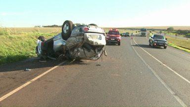 Duas pessoas ficam feridas em capotamento na BR 467 - O acidente aconteceu no início da manhã próximo ao distrito de Sed Alvorada.
