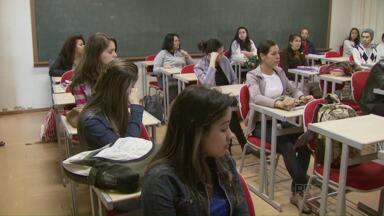 Alunos da Unioeste voltam às aulas depois dois meses de greve - A direção ainda não definiu como vai ficar o calendário escolar.