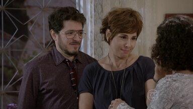 Lucrécia diz a Quitéria que Cobra é um herói - Edgard afirma que todos vão para o hospital de manhã