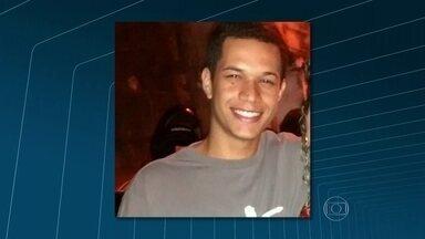 Família de entregador de pizza morto no Morro da Coroa acusa Bope pelo assassinato - A família do entregador de pizza Rafael Camilo Neris, morto no Morro da Coroa, acusou policiais do Bope de terem matado o rapaz durante uma operação policial.