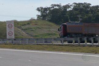 Polícia Rodoviária dá orientações aos motoristas no novo trecho leste do Rodoanel - O primeiro dia útil de funcionamento após a inauguração foi nesta segunda-feira (29).