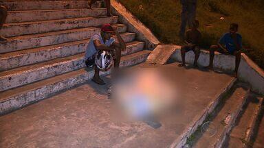 Homem passa mal e morre ao cair de escadaria - Homem passa mal e morre ao cair de escadaria.
