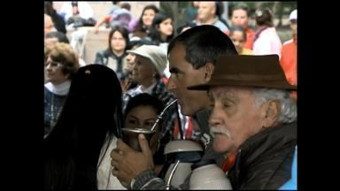 Mateada homenageia São Pedro, em Rio Grande, no RS - Evento reuniu dezenas de pessoas na frente da prefeitura.
