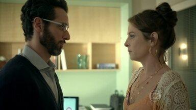 Everaldo afirma que não ficou magoado com Carolina - Médico não se arrepende por ter declarado seu amor pela secretária