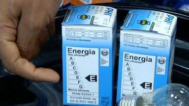 Lâmpada incandescente de 60 watts deixa de ser vendida a partir desta quarta-feira - Já as de 25 e 40 watts deixarão de ser vendidas em julho de 2016; opções são mais caras, mas gastam menos energia e duram mais.