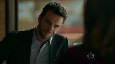 Alex reclama do encontro com Larissa - Fanny promete encontrar uma garota que preencha os requisitos que agradam o empresário