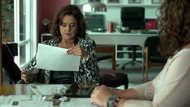 Fanny se preocupa com as contas da agência - Larissa teme ficar sem emprego