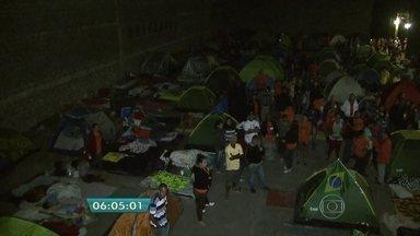 Sem-teto ocupam galpão da Petrobras na Zona Sul da capital - Dezenas de famílias do Movimento dos Sem Teto do Ipiranga que estão acampadas no local querem que o terreno seja desapropriado pela Prefeitura para a construção de moradias populares.