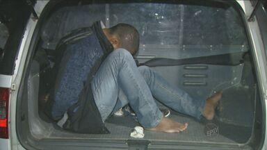 Mulher e filho são abordados por assaltante em Hortolândia - A família estava chegando a um shopping da cidade.