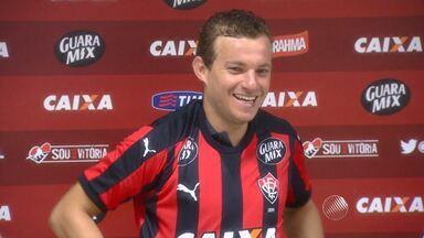 Vitória apresenta o meia Marcelo Mattos; jogador pode ser regularizado ainda nesta terça - Confira as notícias do rubro-negro baiano.