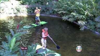 Programa começa com casal andando de stand up paddle no lago do Mais Você - Ana Maria adianta que programa terá show de mágica