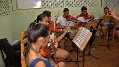 Casal oferece aulas de música para mais de 150 crianças e adolescentes em casa - Casal transforma a casa e oferece aulas de músicas para mais de 150 crianças e adolescentes
