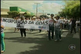 Em greve, servidores do INSS e do IF Sertão-PE protestam em Petrolina - Os grupos buscam chamar a atenção da sociedade para a reivindicação.