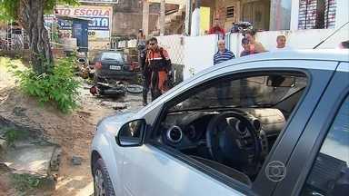 Briga de trânsito seguida de perseguição termina com um ferido - Confusão aconteceu em Olinda e o motorista do carro envolvido foi levado pela polícia para prestar esclarecimentos. Motociclista ficou ferido.