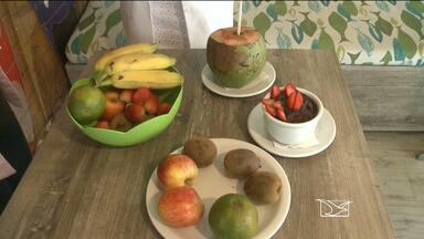 Saiba como se alimentar durante uma atividade física - Hidratar o corpo e comer corretamente antes e depois do treino potencializa os efeitos da atividade física.