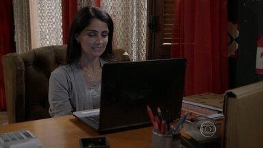 Delma conversa com um homem no site de relacionamentos - A mãe de Tomtom se empolga ao saber que a pessoa com quem conversa tem várias coisas em comum com ela