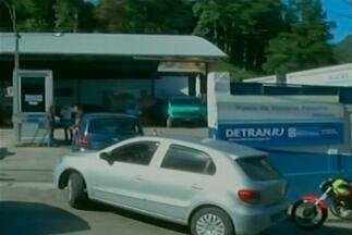 Detran abre vagas extras para vistoria neste sábado (17) - Em Petrópolis, foram disponibilizadas 292 vagas para o serviço de licenciamento anual, mas a procura foi tão grande que todas foram preenchidas em menos de 24 horas.
