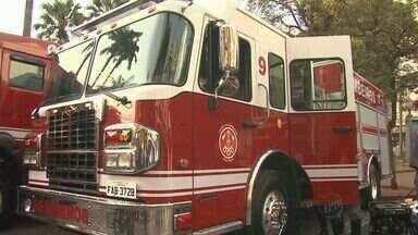 Governador Geraldo Alckmin entrega viaturas para bombeiros em Ribeirão - Um dos caminhões é mais econômico porque utiliza espuma no lugar da água.