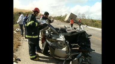 Paraibanos morreram em acidente em Minas Gerais - Carro bateu em carreta que vinha no sentindo contrário.