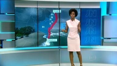Fim de semana será de chuva em todo o litoral nordestino - A chuva já chegou no Nordeste e a ressaca também está presente em algumas praias.