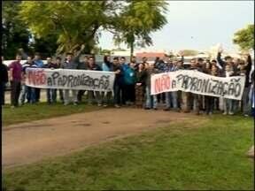 Motoristas de escolares fizeram buzinaço - O manifesto ocorreu esta tarde em Pelotas