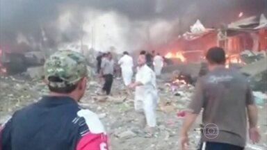 Estado Islâmico assume ataque que deixou 120 mortos no Iraque - Explosão atingiu mercado em Khan Beni Saad, no nordeste de Bagdá. Há também 130 pessoas feridas e outros 20 desaparecidos.