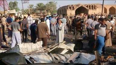 Onda de ataques terroristas marca o fim do Ramadã - No Iraque, a comemoração se misturou, neste sábado (18), ao luto pela morte de mais de 120 pessoas. Na sexta-feira (17), no momento em que as famílias faziam compras, um terrorista explodiu um carro-bomba na entrada de um mercado em Bagdá.