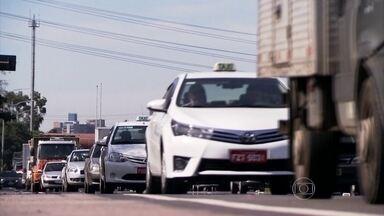Diminui a velocidade máxima permitida em duas das principais vias de SP - Nas marginais Pinheiros e Tietê, a velocidade máxima permitida caiu de 90 Km/h para 70 Km/h nas pistas expressas; de 70 Km/h para 60 Km/h nas centrais; e de 60 Km/h para 50 Km/h nas pistas locais.