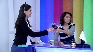 Otaviano Costa promove brinde entre Monica Iozzi e a assistente Ágata - Apresentador sela a paz entre as 'amigas' no Dia do Amigo