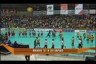 Brasil passa sufoco, mas vence Japão na reta final na estreia do Mundial Jr. - Comandados de Helinho apresentam falhas na defesa, são surpreendidos pelo rápido ataque japonês e conseguem vitória suada por 31 a 30. Próximo jogo é contra Noruega