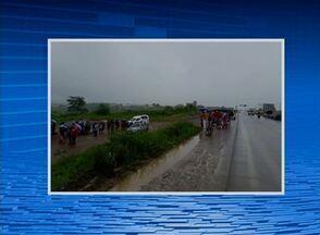 Homem de 37 anos é morto em acidente de carro na PE-90 - Vítima não resistiu aos ferimentos e morreu no local.